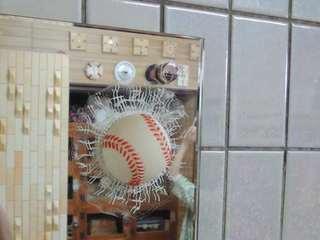 野球ボールめりこみ.JPG
